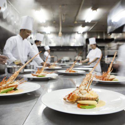 ウエディング料理 調理風景