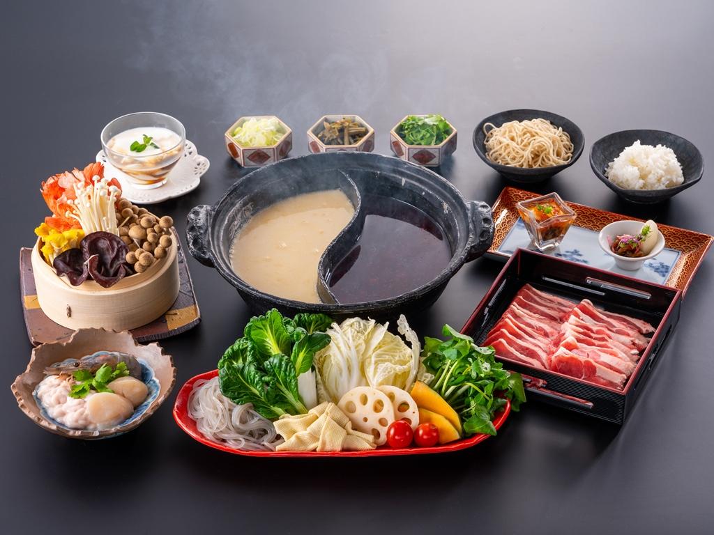 ラム肉&海鮮火鍋コース~四川系麻辣&魚介系白湯の2種類のスープであったかヘルシー~